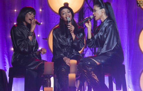 An En Vogue Christmas still